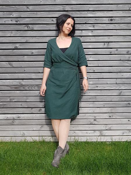 Ein besonderes Kleid für einen besonderen Anlass musste her. Das Wickelkleid Nelly aus Tencel trägt sich wie ein Traum.